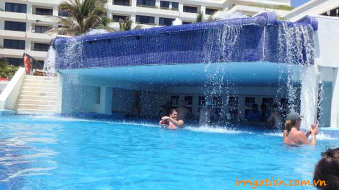 Thác nước tràn nghệ thuật bể bơi