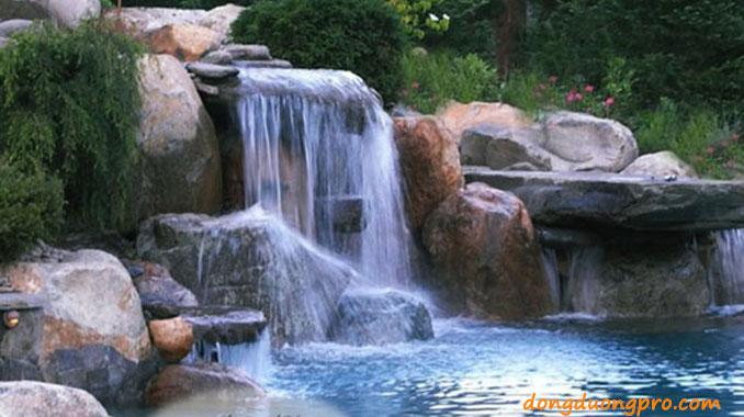 Thác nước bằng đá tảng tự nhiên